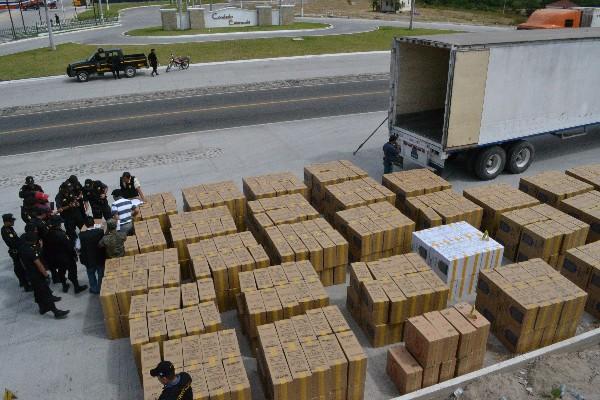cigarrillos chinos de contrabando fueron decomisados en 560 cajas de 50 fardos.