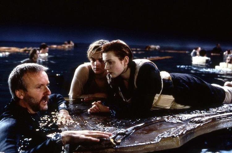 James Cameron dirige a Leonardo DiCaprio y Kate Winslet en una escena de Titanic (1997) (Foto Prensa Libre: Paramount).