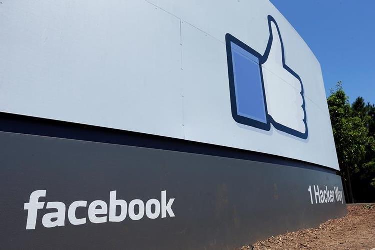 Facebook presenta herramientas opcionales para que sus usuarios, después de una ruptura, puedan limitar sus interacciones con sus exparejas en la red social. (Foto Prensa Libre: AP)