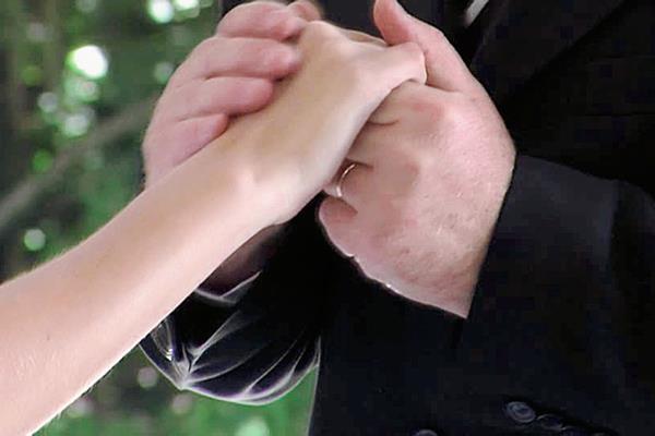Hondureña desea casarse con su padre, en Honduras.