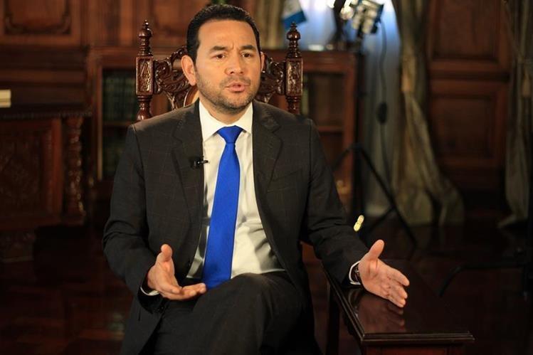 Presidente Jimmy Morales responde preguntas de periodistas de Prensa Libre con motivo de su pimer año de gestión. (Foto Prensa Libre: Esbin García)