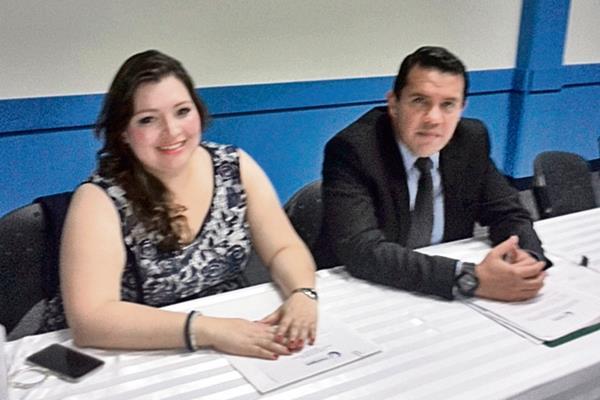Lucía Soto y Mario Yarzebski, de Cutrigua, fijaron ayer su postura por la desintervención de puertos.