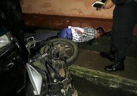 Uno de los detenidos por la PNC fue herido de bala. (Foto Prensa Libre: PNC)
