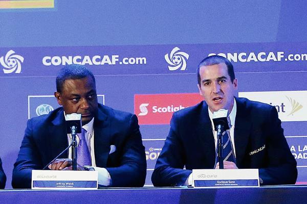 Jeffrey Webb junto con Enrique Sanz durante una reunión de la Concacaf. (Foto Prensa Libre: Hemeroteca PL)