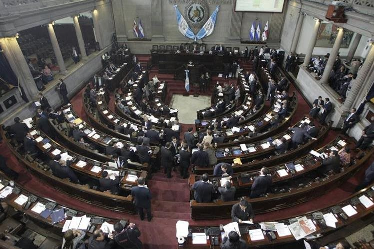 Congreso conoció diversos proyectos de ley y aprobó el que beneficia a clases pasivas. (Foto Prensa Libre: Edwin Bercián)