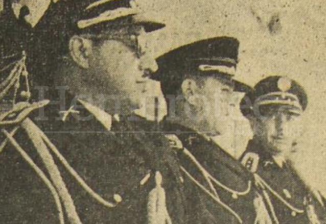 Al centro el presidente Jacobo Árbenz Guzmán observa el desfile militar el 22 de diciembre de 1952. (Foto: Hemeroteca PL)