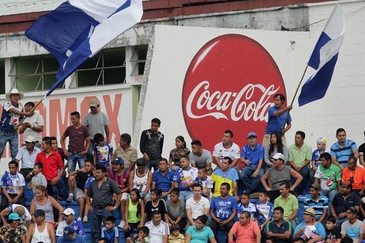 Los aficionados de Suchitepéquez disfrutaron el triunfo 2-1 frente a Comunicaciones. (Foto Prensa Libre: Omar Méndez)