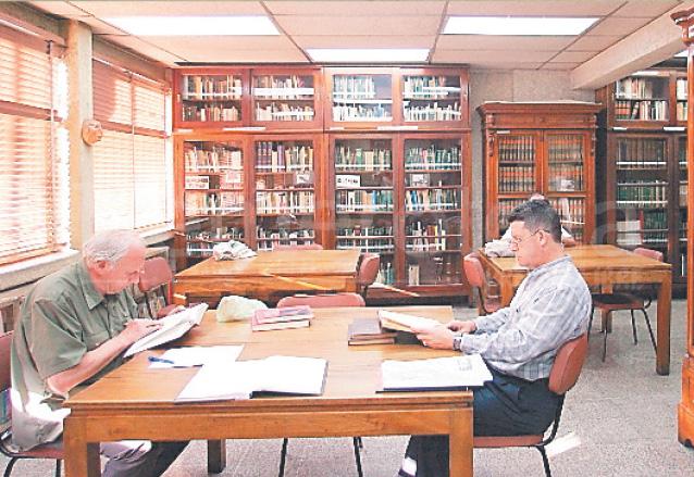 La Biblioteca Goathemala es visitada por investigadores de las ciencias sociales. (Foto: Hemeroteca PL)