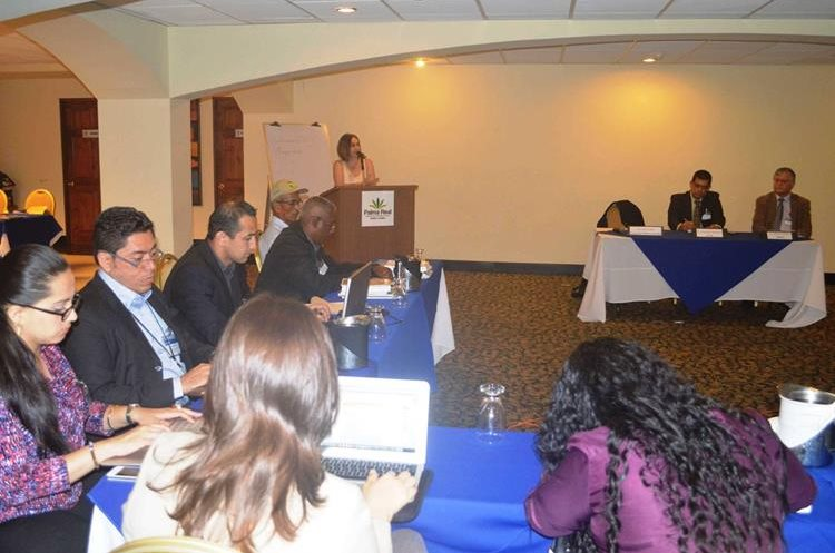 Aspecto del encuento, en Costa Rica, de expertos en el manejo de desechos. (Foto PL cortesía Catie)