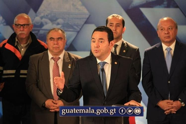El presidente Jimmy Morales no aceptó la renuncia de los ministros de Gobernación, Finanzas y Trabajo, quienes anunciaron que dejarían los cargos en septiembre último. (Foto Prensa Libre: Esbin García)