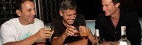 Los tres fundadores de la marca de tequila Casamigos, Mike Meldman, George Clooney, and Rande Gerber (Foto Prensa Libre: businessinsider.com)