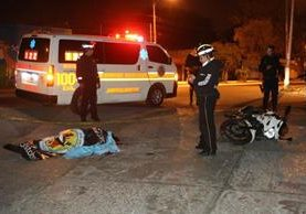 Mujer falleció en accidente de tránsito en San Cristóbal, Zona 8 de Mixco. (Foto Prensa Libre: Bomberos Voluntarios)
