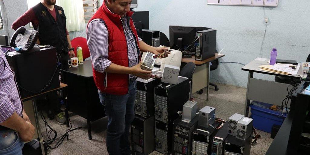 Sobrecarga eléctrica daña equipo en Centro de Salud de Xela