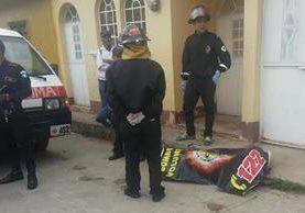 """<p>Bomberos Voluntarios confirman la muerte del anciano, posiblemente por las bajas temperaturas en Chinique, Quiché (Foto Prensa Libre: Oscar Figueroa)<br _mce_bogus=""""1""""></p>"""
