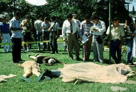 Sacerdotes Jesuitas asesinados en El Salvador, durante guerra civil. (Foto Prensa Libre: AP)