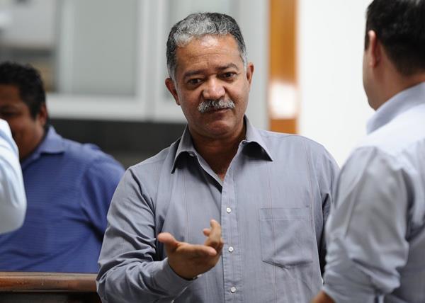 Hugo Castillo se encuentra en la redacción de TodoDeportes. (Foto Prensa Libre: Francisco Sánchez)