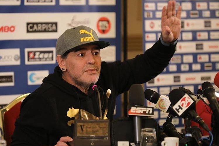 Diego Armando Maradona recordó el título ganado con el Nápoli y su paso por el club italiano. (Foto Prensa Libre: AFP).