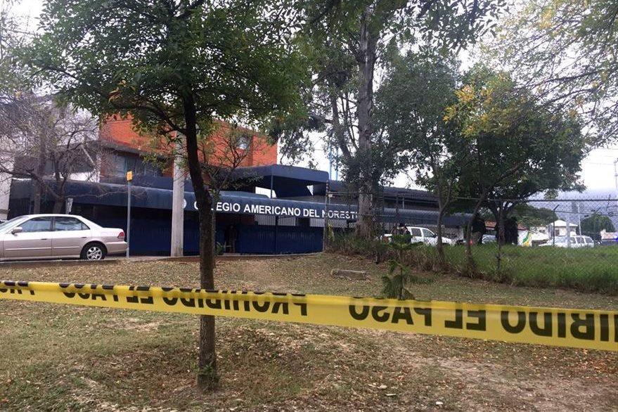 Las autoridades confirmaron cinco heridos en el atraque en el Colegio Americano de Monterrey. (Foto Prensa Libre: EFE)