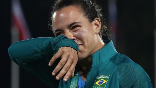 Cerullo no pudo contener la emoción mientras escuhaba la declaración de amor de Enya. (Getty Images)