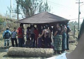 Al menos 30 personas han invadido terrenos en Mixco desde hace una semana. (Foto Prensa Libre: Municipalidad de Mixco)