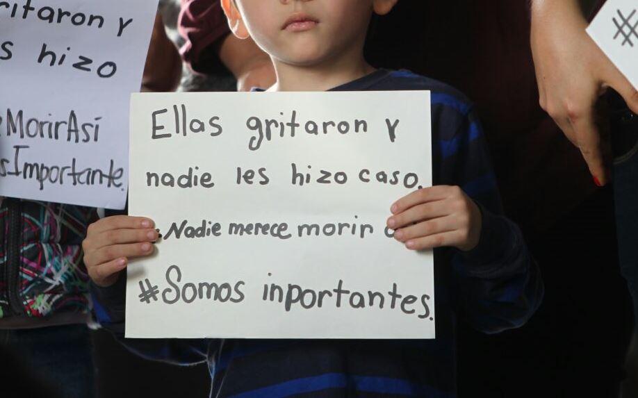 Niños también participan de la manifestación en la Plaza Central. (Foto Prensa Libre: Erick Avila)
