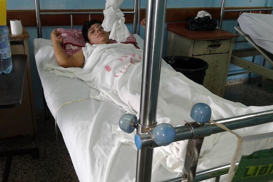 Joaquín Carranza padece de fiebre luego de una intervención quirúrgica efectuada en Poptún, Petén. (Foto Prensa Libre: Walfredo Obando)