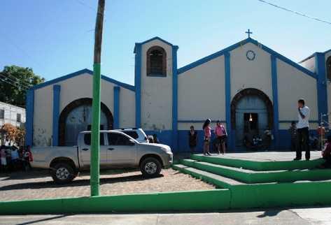 Iglesia del religioso Rolando Hernández, quien pastorea a la población de San Juan Tecuaco, Santa Rosa.