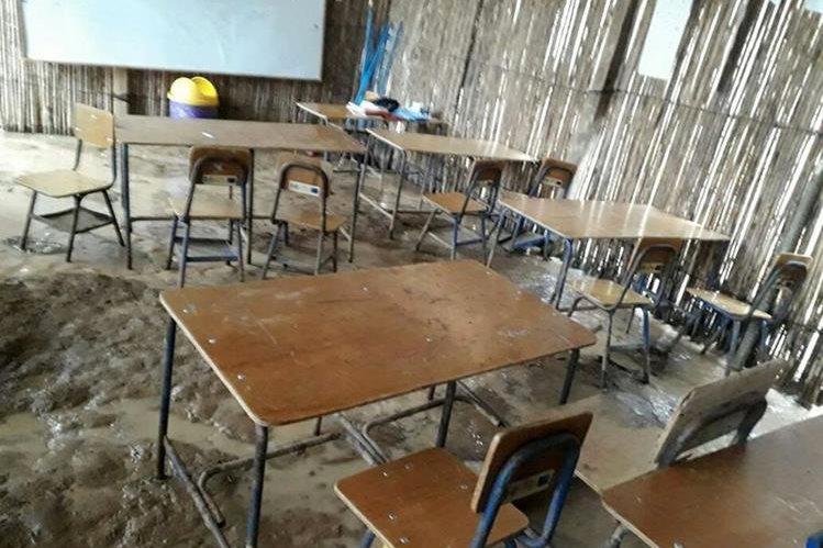 La Escuela Rural Mixta Santa Mónica se halla a 14 kilómetros del centro de Santa María Cahabón. (Foto Prensa Libre: Eduardo Sam)