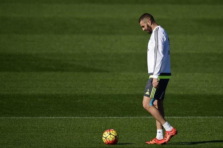 El francés Karim Benzemá enfrenta a la justicia por un supuesto caso de extorsión a un compañero de equipo. (Foto Prensa Libre: AFP)