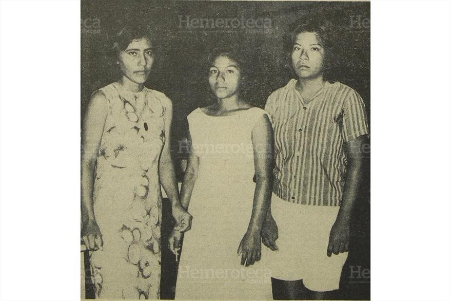 28/06/1965 Las mujeres mexicanas que acompañaban  al actor. Permanecieron en el barco once días, con el cadáver. (Foto: Hemeroteca PL)