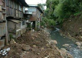Existen hogares en condiciones de vida en riesgo, señala el estudio. (Foto Prensa Libre: lanacion.com)