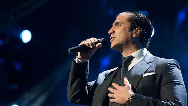 El cantante mexicano Alejandro Fernández trabaja con la compañía Infinity para apoyar a otros artistas. (Foto Prensa Libre: AP)