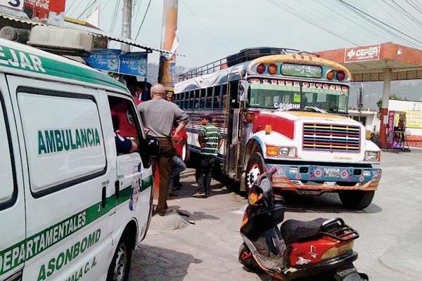 Unidad en  la que fue atacado a balazos el piloto Byron Rolando  Ovando Tobar, en El Tejar, Chimaltenango. (Foto Prensa Libre: Renato Melgar)