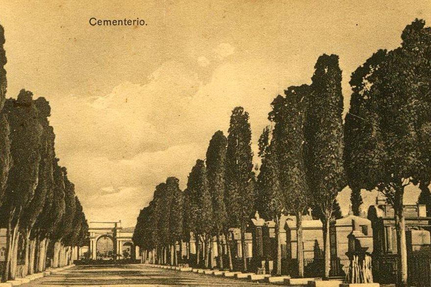 Originalmente el camposanto contaba con alamedas de cipreses, araucarias, pinos y casuarinas. (Foto Prensa Libre: Cortesía Museo Nacional de Historia de Guatemala).