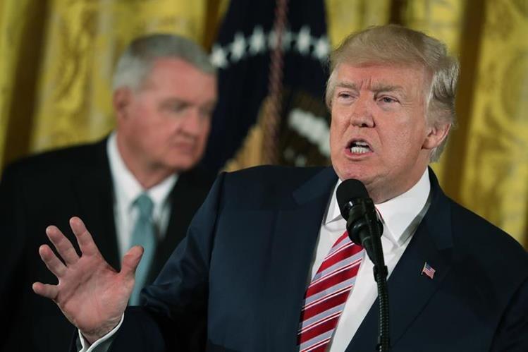 El mandatario de EE. UU. anunció este lunes sobre la iniciativa de una reforma para el Tráfico del Control Aéreo. (Foto Prensa Libre: AP)
