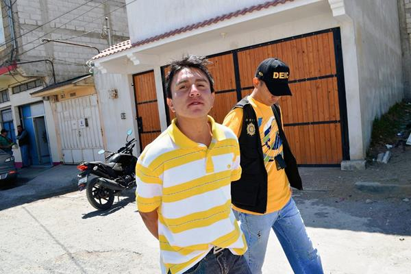 Axel Rodemiro Chávez   fue capturado en Quetzaltenango, señalado de dar muerte a un piloto. (Foto Prensa Libre: Alejandra Martínez)