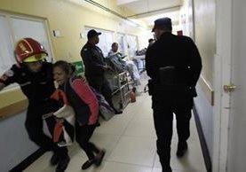 PNC recorrió las áreas del hospital en busca del pandillero Anderson Daniel Cabrera Cifuentes. (Foto Prensa Libre: Hemeroteca PL)