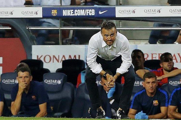 Luis Enrique no pudo esconder sus nervios durante el partido contra el Alavés. (Foto Prensa Libre: EFE)