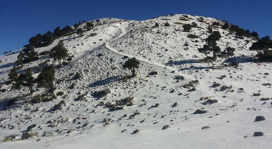 Los caminos en la montaña están totalmente blancos y se sugiere que el ascenso sea con personas experimentadas.