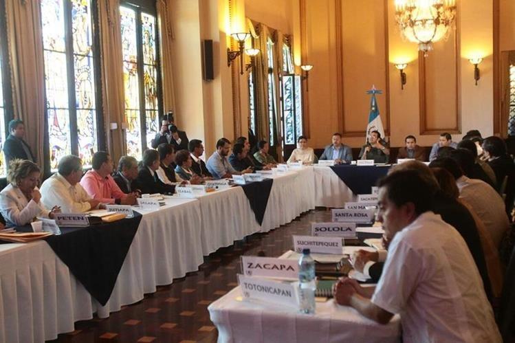 El presidente Jimmy Morales dirige la reunión con los gobernadores, en el Palacio Nacional. (Foto Prensa Libre: Álvaro Interiano)