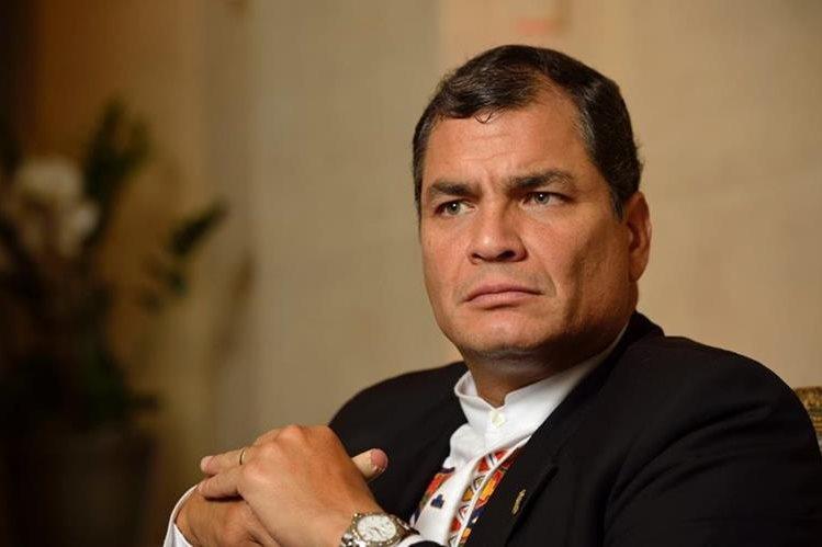 Rafael Correa recordó que Ecuador ha superado la recesión, sin paquetazos, sin masacrar a los más pobres.(Foto Prensa Libre:EFE).