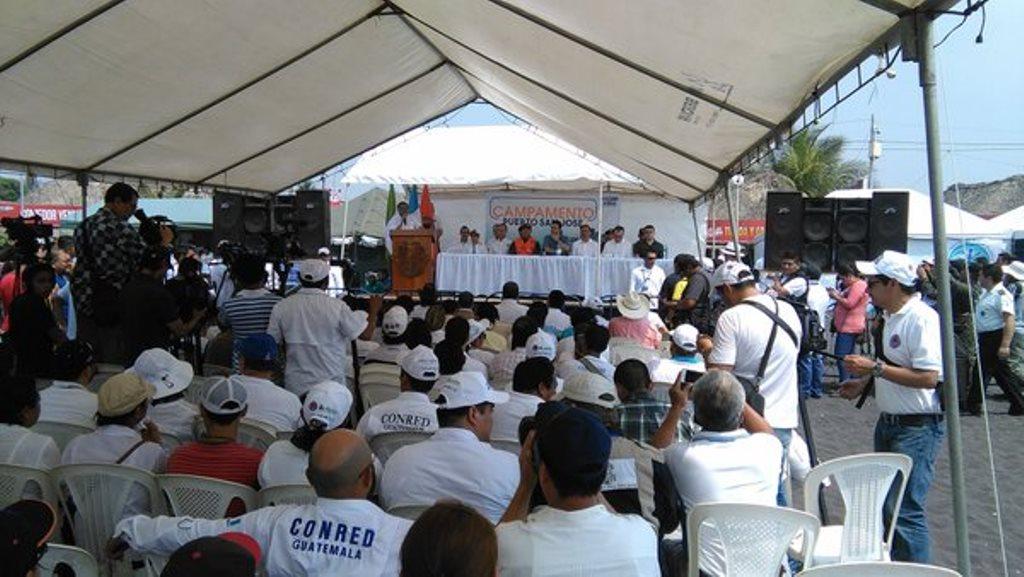 El presidente Jimmy Morales inaugura campamento de Sinaprese en Puerto San José, Escuintla. (Foto Prensa Libre: Urías Gamarro)