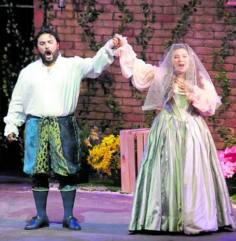 Rigoletto se presentó en la Gran Sala del Teatro Nacional Miguel Ángel Asturias. Maria Jose Morales interpretó a Gilda junto a Mario Chang. Foto Estuardo Paredes 30/07/16