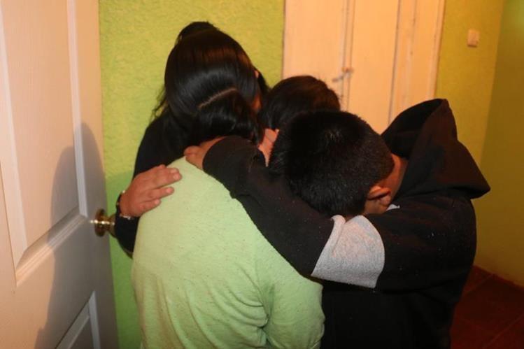 Los tres menores sobrevivieron a los maltratos de una supuesta pastora en San Pedro Sacatepéquez, San Marcos. (Foto Prensa Libre: Whitmer Barrera)