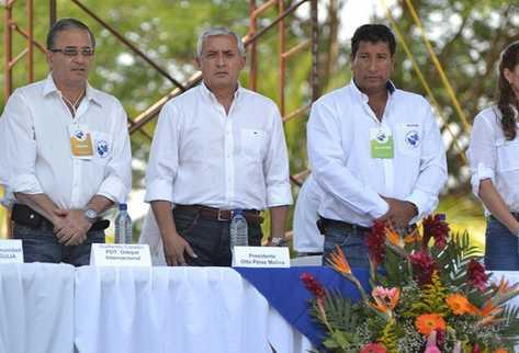 El gobernante participó en el cierre del ciclo de audiencias de alianzas público privada. (Foto Prensa Libre: Edwin Paxtor)