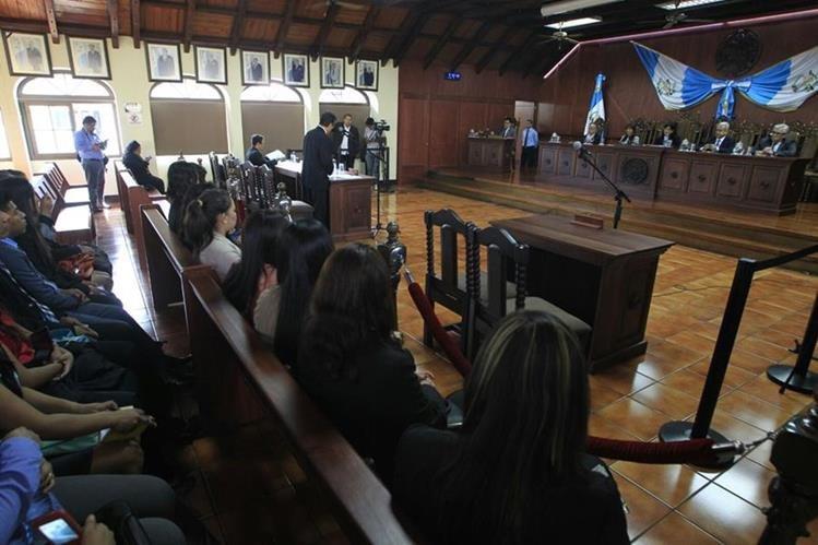 La audiencia se llevó a cabo en la Corte de Constitucionalidad, no llegó el diputado Barquín, solo el Ministerio Público y la CICIG. (Foto Prensa Libre: E. Bercián)
