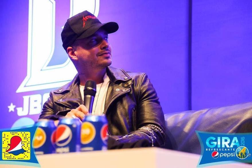 Horas antes de ofrecer su primer concierto, el artista ofreció conferencia de prensa. (Foto Prensa Libre, tomada del Facebook de Pepsi).