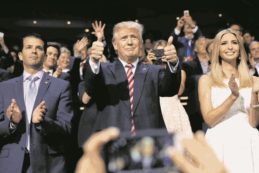 Durante la campaña presidencial Ivanka (a la der.) siempre estuvo al lado de su padre, Donald Trump. (Foto Prensa Libre: AFP).