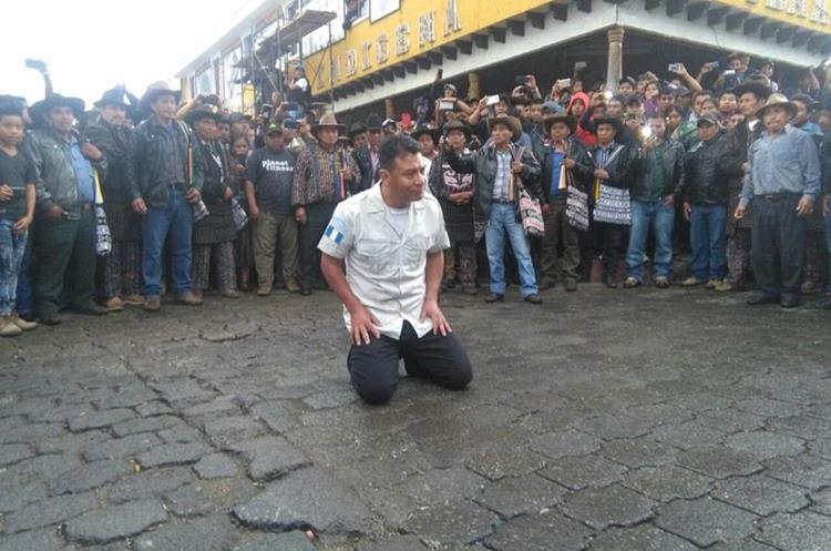 López Godínez tiene 21 años de servir en la institución policial. (Foto Prensa Libre: Ángel Julajuj)