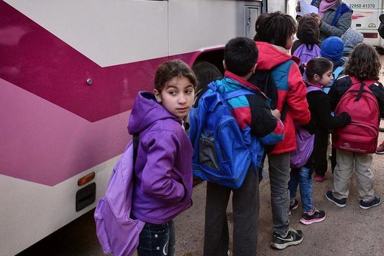 La Unesco alerta del incremento del acoso escolar por medio de las redes sociales e internet. (Foto Prensa Libre: AFP).